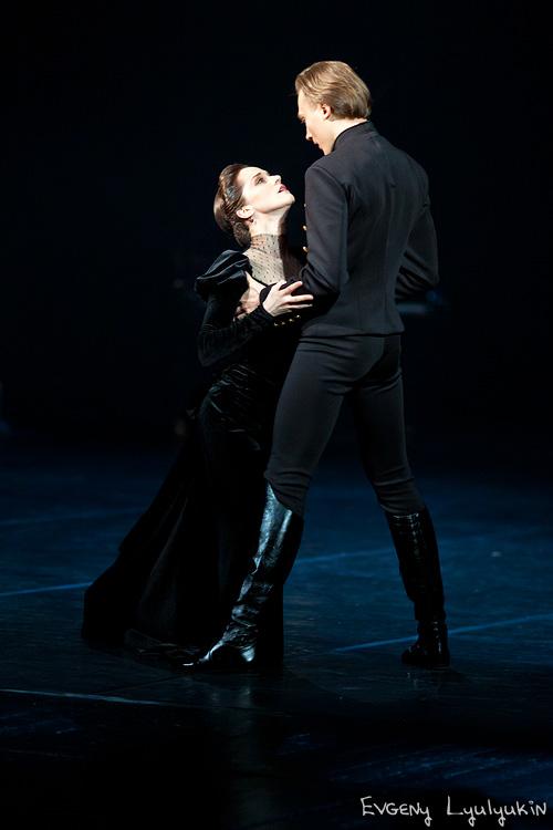 «Каренина» в театре Вахтангова: красноречивее слов, или как танцевать Толстого