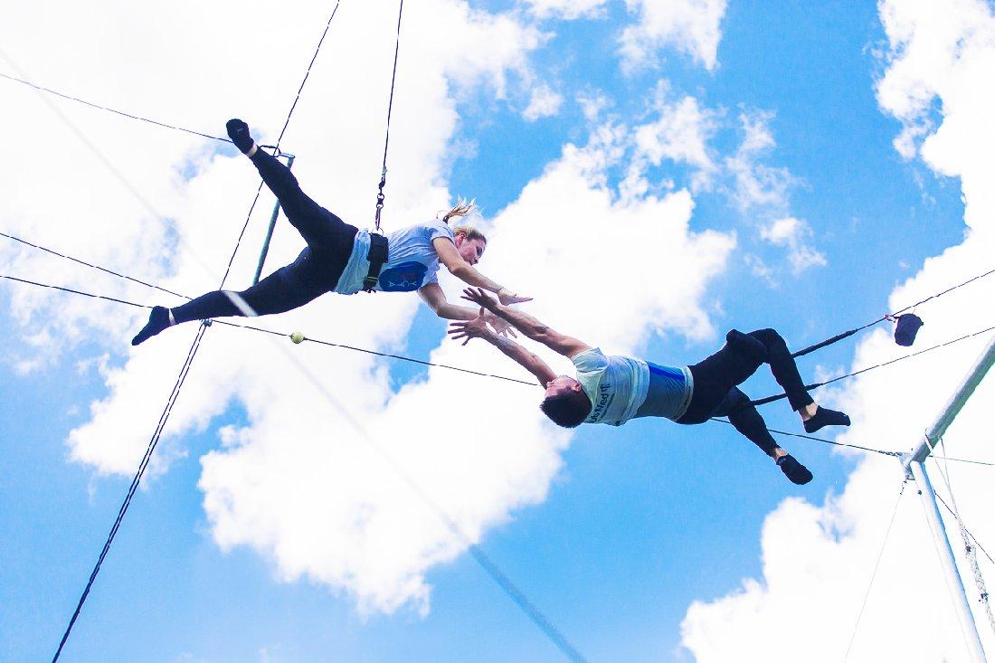 полеты на трапеции Yota, цирк