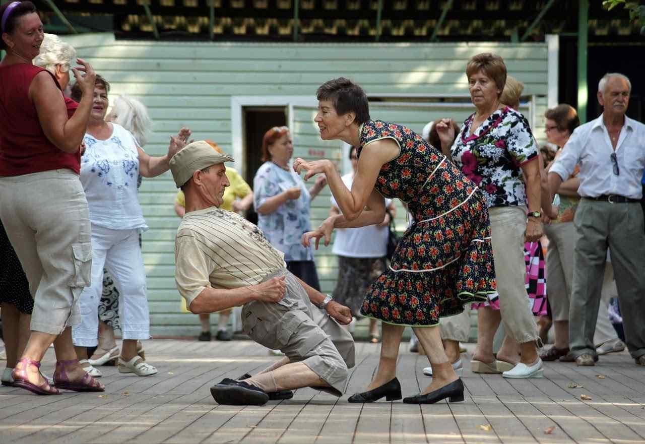 танцы для старшего поколения, кому за
